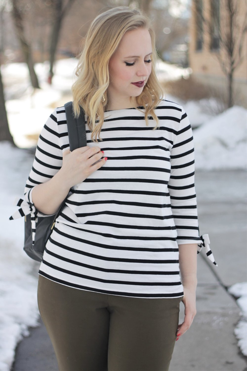 https://www.workandwhatshewore.com/home/2017/11/27/review-baggallini-for-work-with-stripes