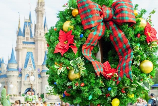 the big question i often hear is whats the difference between disneyland and walt disney world besides the size i would have to say the planning - When Does Disney World Decorate For Christmas 2017