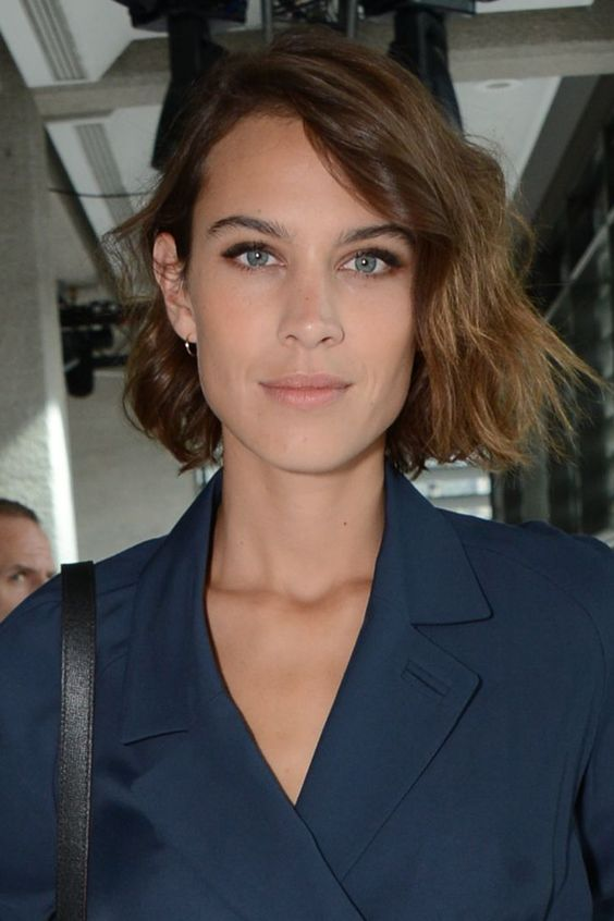 Alexa Chung simple makeup
