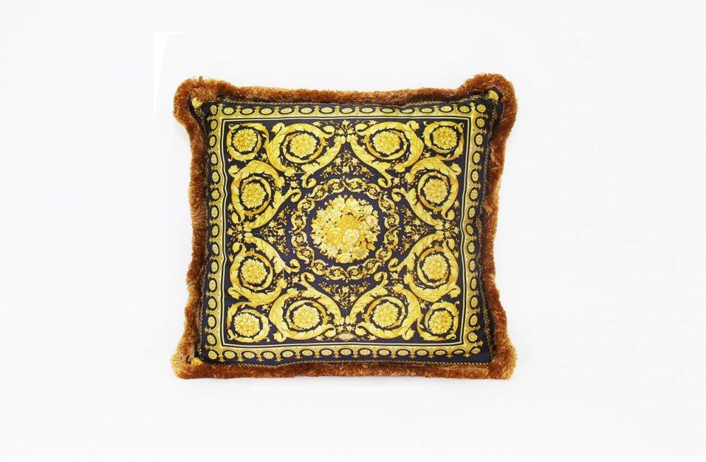 01b2c612c2f1b4b87f4af0b8110c2a24_Barocco---Cushion---45x45-cm---Silk-Panel-R-Velvet-Panel---2000-CU21SV01611-V.4003-.jpg