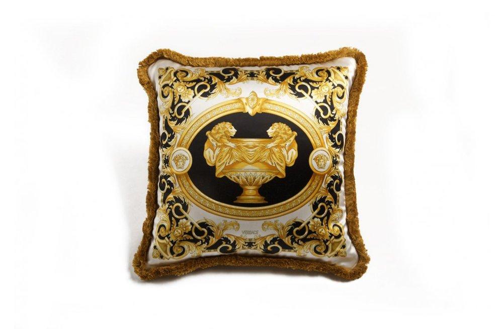 2ad1ff685ef706a1fcbc82cd81dba9e0_La-Coupe---Cushion---45x45-cm---Silk-Panel-R-Silk-Panel---2015-ZCU21SE-Z03149-Z0027-R.jpg