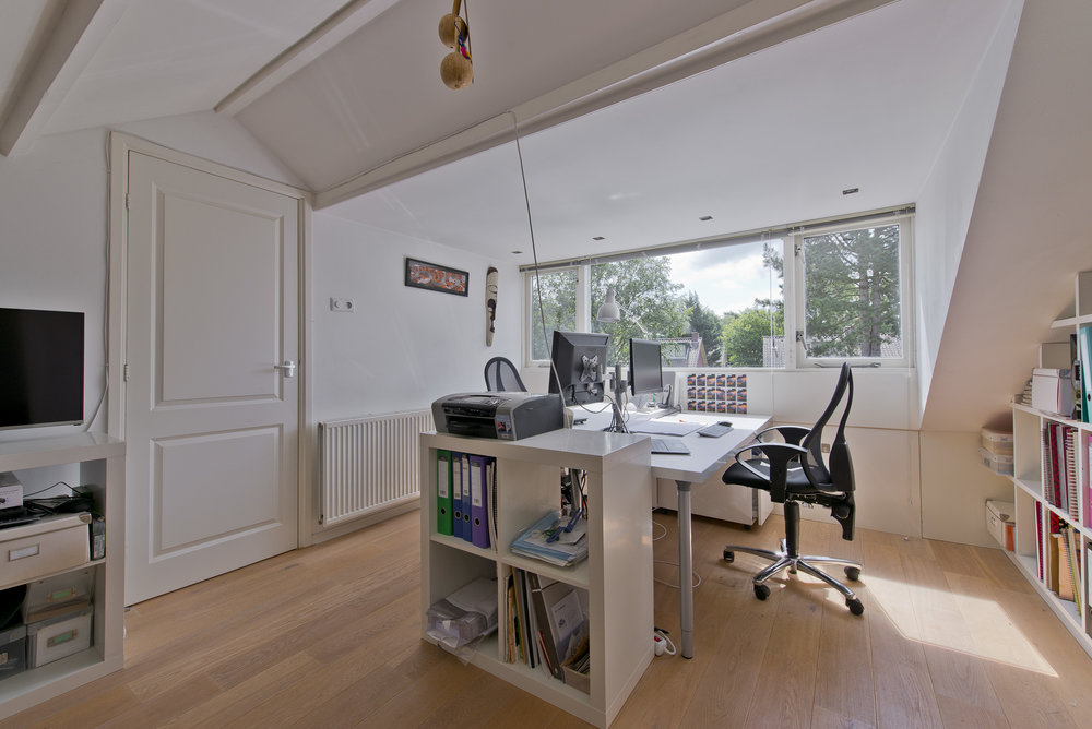 My office or yours? - If you are less than an hour's commute away I am happy to work in your office. And as a virtual assistant I am all set up to work from my home office too. The choice is yours.