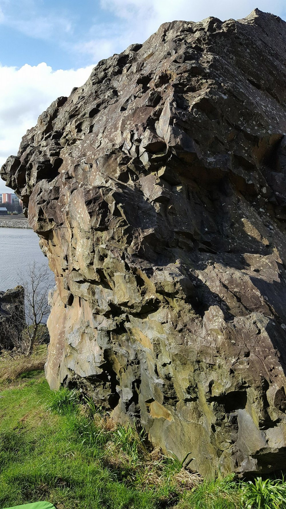 Great day for outdoor climbing at Dumbarton Rock. Photo by 2181 at IG: jai.lapeche