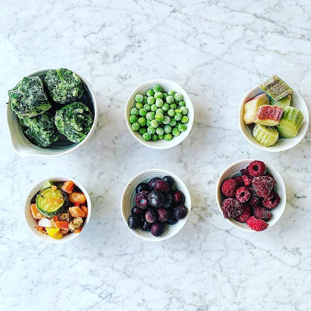 EATING WELL FOR LESS . ❄️PART 4 - FROZEN FOOD❄️ . Frozen food shouldn't be shunned, it's a great way of having nourishing food at hand. Frozen food is often cheaper so another way to make your food budget go a bit further. Frozen produce is picked and frozen immediately (unless it's then cooked), which preserves many nutrients. Some, but not all, nutrients are lost but the same applies to food sat on a supermarket shelf. . My freezer staples 👇 . 🥬 frozen spinach - great for smoothies and add to hot meals for an extra portion of veg 🥦 frozen peas - for adding to anything or for the toddler's snack 🍓frozen fruit, mostly rhubarb, bananas and berries - as many different types as I can find for smoothies, jams, yogurt toppings 🥕ratatouille mix - perfect for last minute meals, top with fish, lentils or make a pasta sauce. . . . . . #nutritionist #nutrition #londonnutrition #eatwellforless #eatingonabudget #plantbased #eattherainbow #freezerfood #familyfood