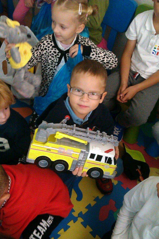Žirafky a Žabky darovali hračky