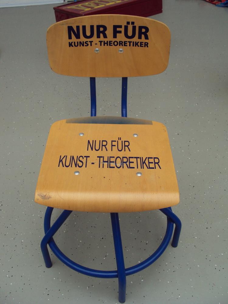 2002, Nur Fur Kunst-theoretiker, objekt, 100x65x65 cm