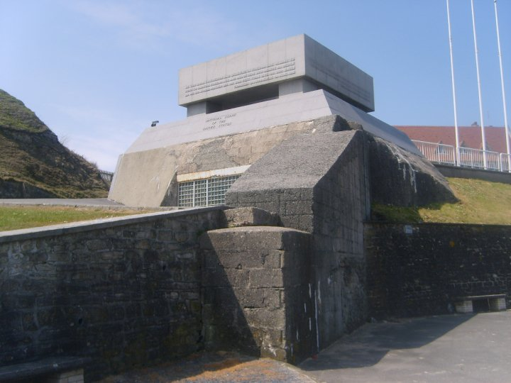 Bunker overlooking the beach at dog green.jpg