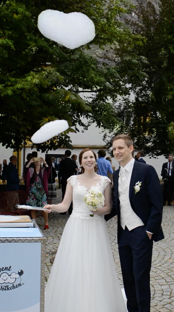 Unsere Wölkchen aus Schaum waren eine besondere Hochzeitsüberraschung für das Brautpaar