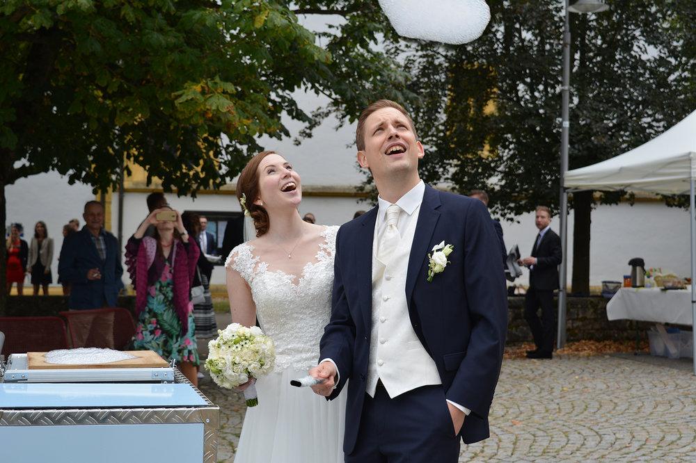 Mit Eventwölkchen bringen wir jeden zum Staunen und bleiben in positiver Erinnerung. Bilder sagen mehr als tausend Worte. Eine großes Dankeschön und viel Glück dem Brautpaar!