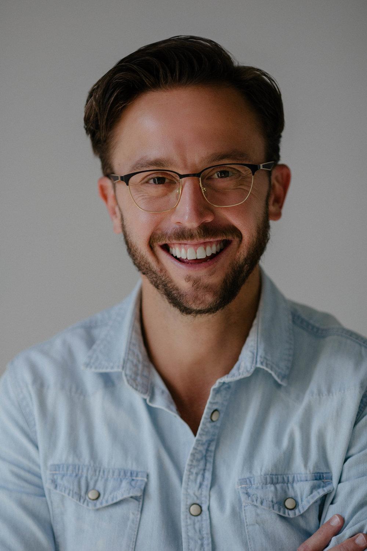 Mitchell J Kahn