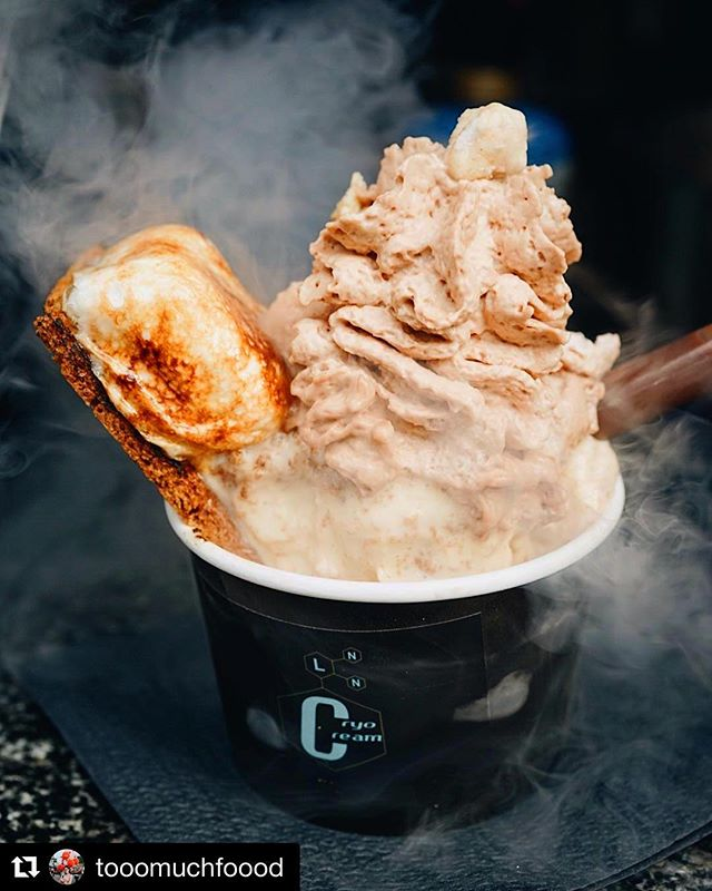 📍See you tonight at the Liberty Science Center for some fun food science @lscafterdark‼️🍦🍻 ・・・ #Repost @tooomuchfoood 🥰 ・・・ Netflix and Chilled?? 🎬🍦 Finally got to try @CryoCream's liquid nitrogen ice cream at @urbanspacenyc Broadway Bites 🙌🏼 #cryocream #icecream #smores #yum #nitrogenicecream #cryo #smores #liquidnitrogen #holidaybakingchampionship #icecream #dessert #nyc #chocolate #insiderdessert #nyceats #biteintothis #icecreamking #nyceeeeeats #newforkcity #eeeeeats #nycdessert #nycdesserts #icecreamgram #eatsofnyc #dessertporn #pastrychef #eatingnyc #eeeeeats #tastingtable #eaterny #foodscience #liquidnitrogen