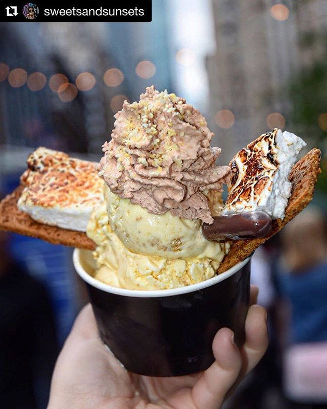 We're backkk‼️ Catch us next Friday 3/15 @midnightmarketevents🍦Get your tickets before they sell out 👅 ・・・ 📷 @sweetsandsunsets 🍦🌞 ・・・ glampfire 🔥 sundae @cryocream graham cracker ice cream, toasted marshmallows, chocolate whipped cream, & a chocolate syrup injector #sweetsandsunsets #cryocream #glampfire #smores #icecream #dessert #nyc #chocolate #insiderdessert #nyceats #biteintothis #icecreamking #nyceeeeeats #newforkcity #eeeeeats #nycdessert #nycdesserts #icecreamgram #eatsofnyc #dessertporn #pastrychef #dailyfoodfeed #eatingnyc #eeeeeats #eatingnewyork #tastingtable #nycfoodguide #pastrydelights #pastrychef #lovefood #eaterny