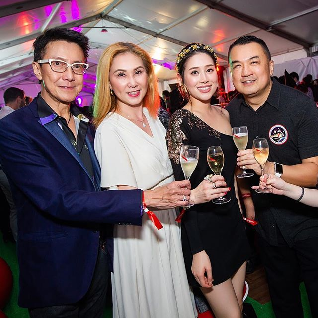 More cheering and laughters in the room! 🥂 Thank you once again for all your support and let's enjoy the rest of this crazy #ArtWeek in #HongKong! 🔥🚀 #mummhk #champagne #drinks #dj #ootd #dressup #party #happy #amazing #beautiful #hot #silver #red #art
