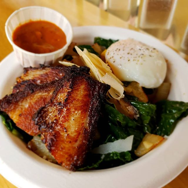 Its Sunday! That means football, yuca, and pork belly. This hash will have you ready to cheer on your team deep into OT. And that slow cooked egg! Yikes.  #peppercoulis #yucaroot #sousvideegg #crispyporkbelly #portlandbrunch #brunchpdx #paleofriendly #portlandfoodcarts #42ndavecarts #42ndaveportland #cullyfarmersmarket #concordianeighborhood