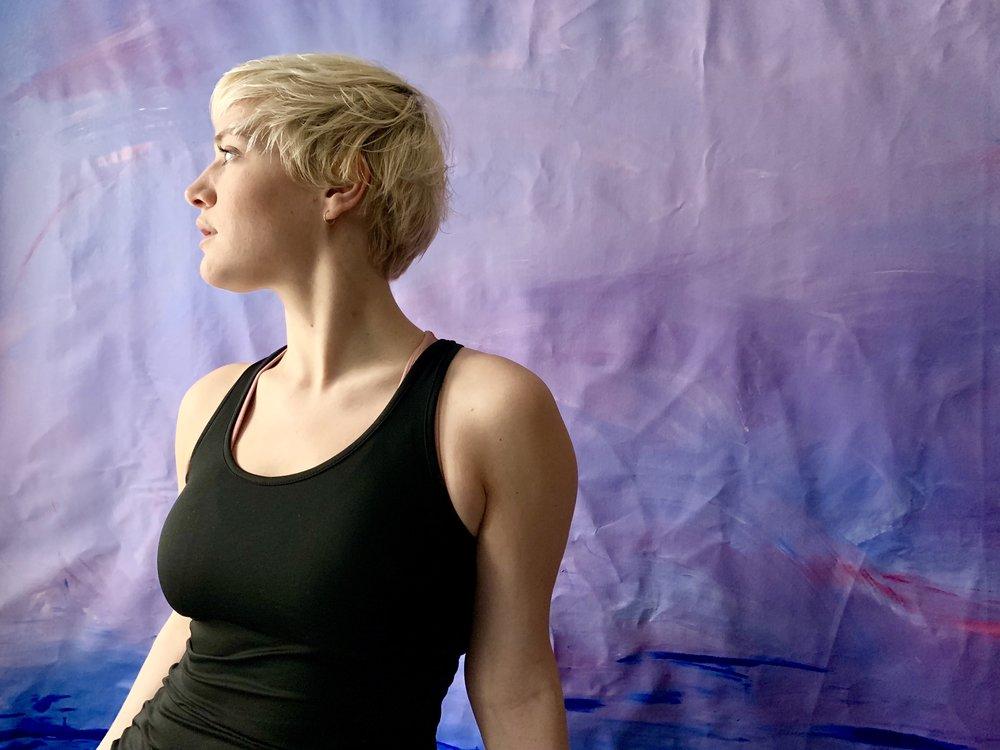 Lauren with a  Poémes pour Mí  study canvas