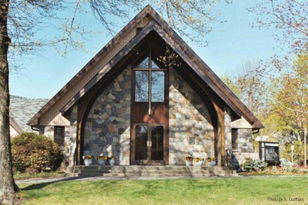 St. Andrews Episcopal Church em 3 Maple St., Framingham, MA. 01702.