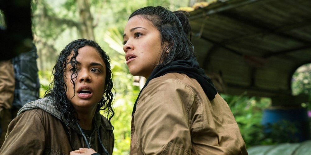 Tess-Thompson-and-Gina-Rodriguez-in-Annihilation.jpg