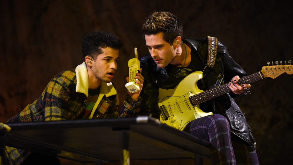Jordan Fisher as Mark (left) and Brennin Hunt as Roger (right)