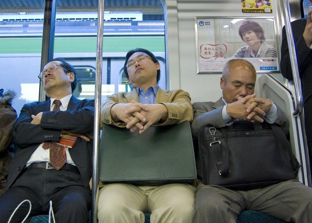 men napping Schlafende_Japaner