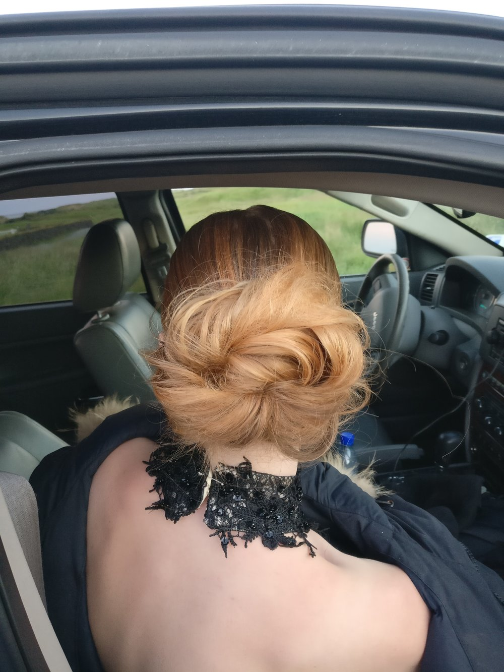 2-minute messy bridal bun!