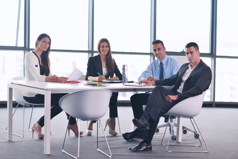 A quién está dirigido el Seminario - El Método CinCo de Venta Consultiva aplica a procesos de venta empresarial B2B. Es un método de utilidad para venta de productos o servicios de media y alta complejidad, que requieren un proceso de venta técnica, donde el comprador típicamente es un comité y el tiempo para cerrar una venta es largo. Este tipo de venta implica el desarrollo de Oportunidades de Negocio, lo cual requiere el uso de una metodología de identificación, calificación, desarrollo y cierre de oportunidades de negocio. El seminario está dirigido a directores de ventas y ejecutivos comerciales.
