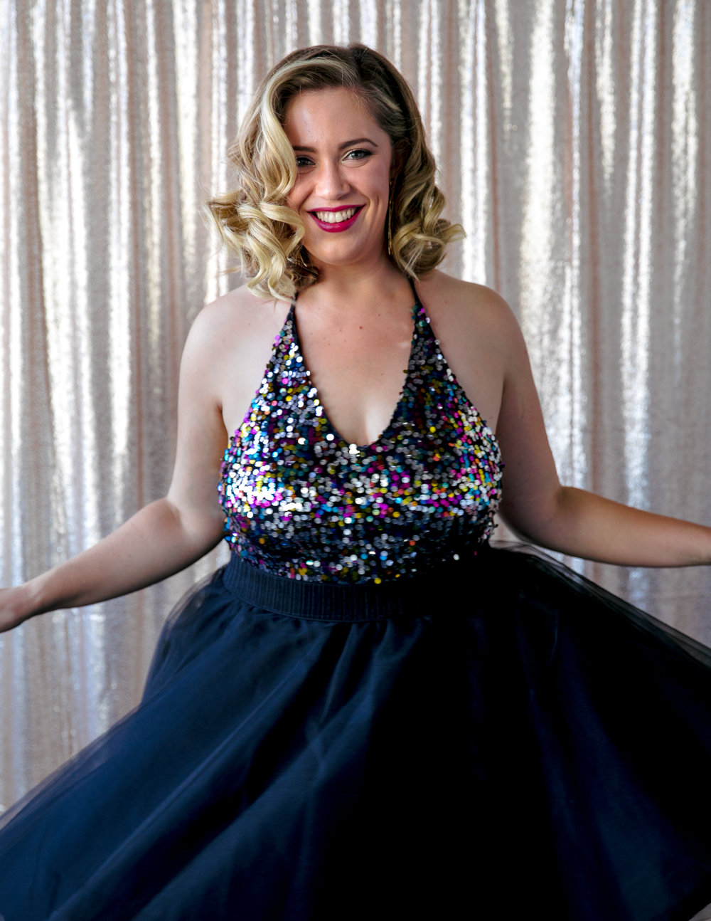 san jose california makeup artist kim baker beauty celebrates 30th birthday with a fun photoshoot wearing marilyn monroe hair and makeup with a bold pink lip