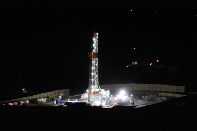 Large rig drilling the lateral portion of a Marcellus shale gas well in Washington County, Pa in 2012. Shale well laterals were initially less than one-mile long, but have since reached 3-miles in length on some wells. Those lateral lengths are in addition to the vertical portion of the well which extends over one-mile deep just to reach the shale layer.