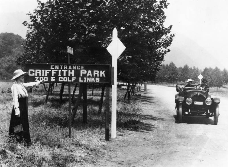 Entrance to Griffith Park.  Photo: Security Pacific National Bank Photo Collection / Los Angeles Public Library
