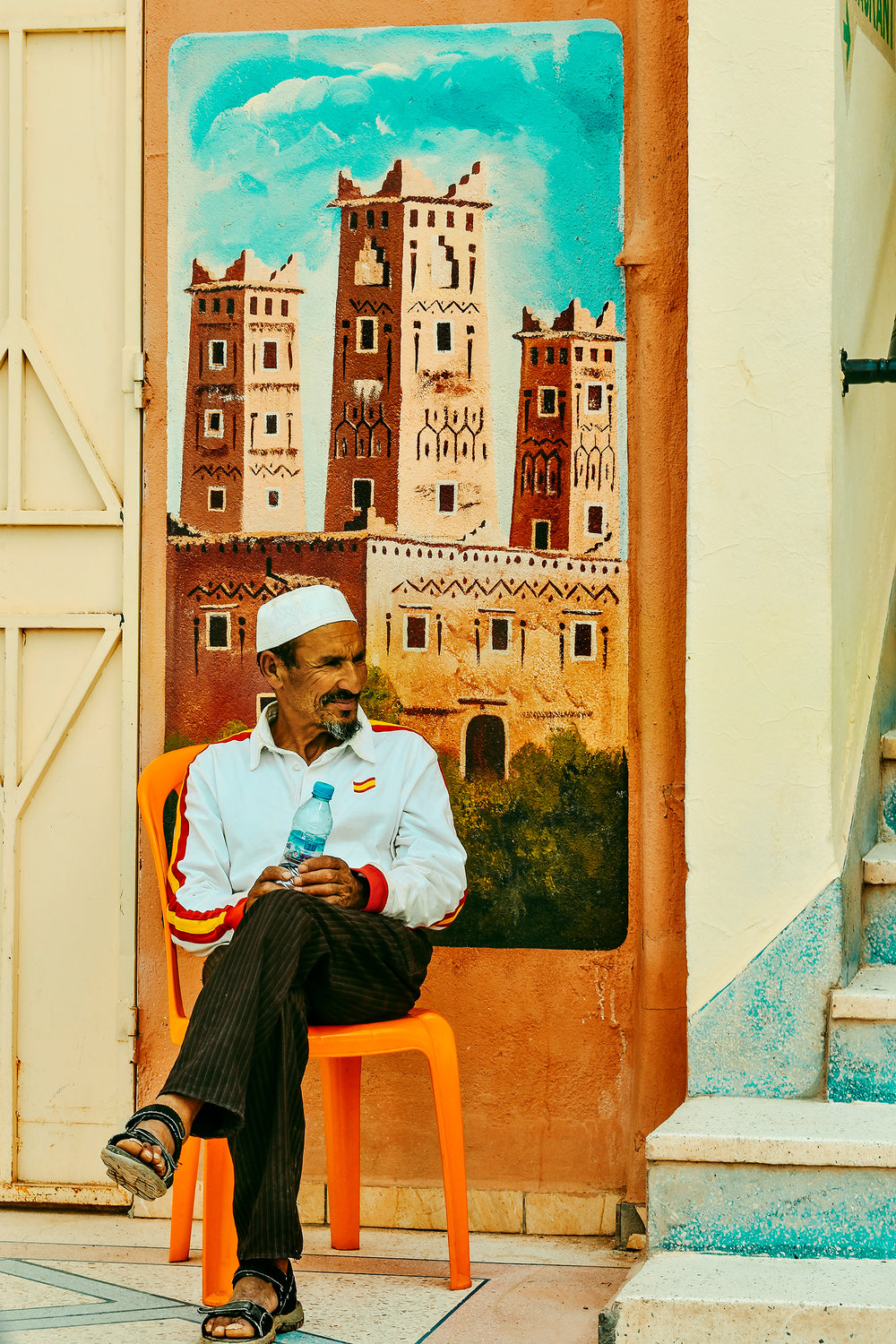 Local enjoying a calm afternoon in Ouarzazate, Morocco. © Guild Magazine - 2018.