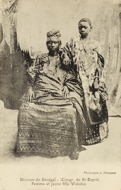 Photograph by J. Bienamié.  Femme et jeune fille wolofes.  Printed collotype. Eliot Elisofon. Photographic Archives, National Museum of African Art, Smithsonian Institution, Senegal. Postcard Collection, SG-20-90.