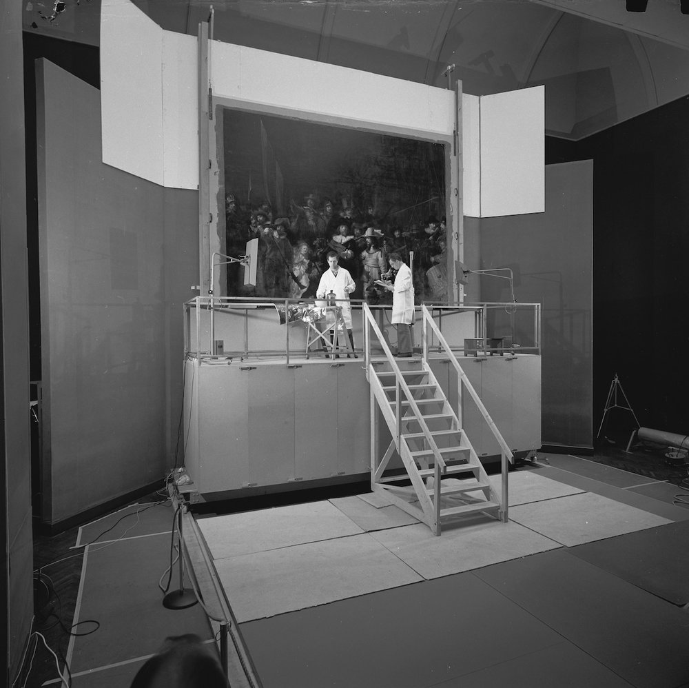 The Rijksmuseums paintings restorers during the treatment in 1975-76.