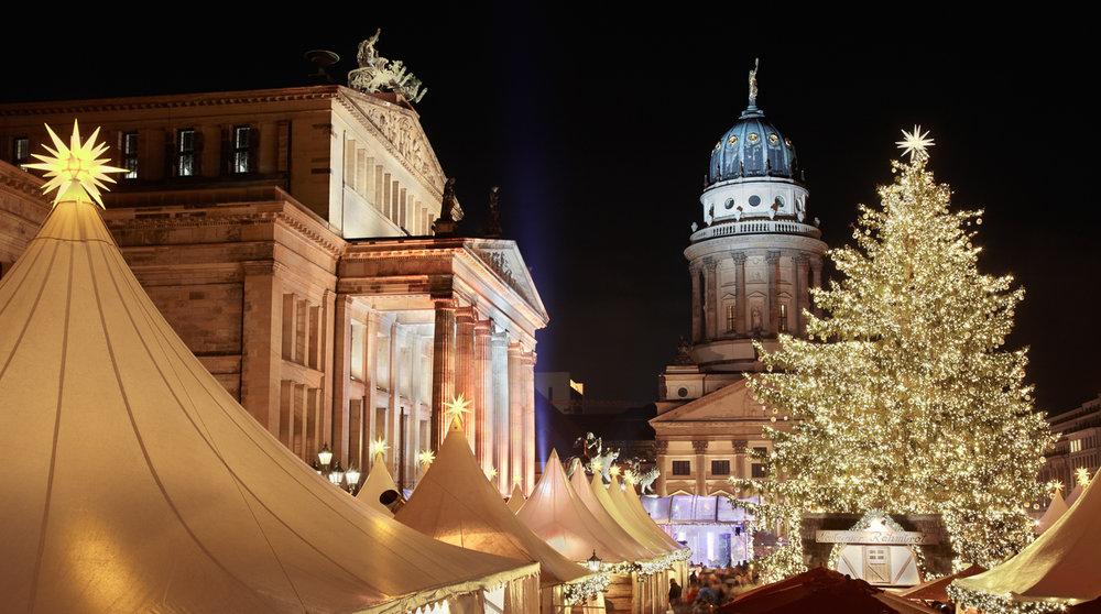 Christmas market in Gendarmenmarkt, Berlin (Photography by Anders Photos)