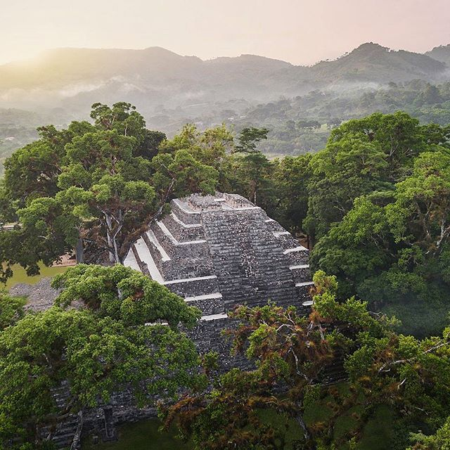 Copan is an ancient Maya city located western Honduras built between A.D. 426 and 820. Click the link in our bio to learn more about beautiful Honduras. 🇭🇳 ✈️ #guildmag #guildlifestyle #travel #honduras #explore #getaway #seetheworld #centralamerica #flyaway #lake #beach #forest #relax #vacation #nature