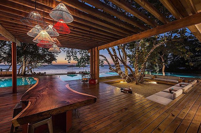 Located in Roatán, Honduras, the Ibagari Boutique Hotel is one of the newest, most intimate and most luxurious hotels on the island. Ibagari is the ideal hotel for lovebirds who want to enjoy a stress-free vacation and activities such as on-site yoga classes, snorkeling, scuba diving, kayaking and more. Click the link in our bio to learn more about Honduras and some favorite hotels for you to stay at when visiting this beautiful country in Central America. 🇭🇳 ✈️ #guildmag #guildlifestyle #travel #honduras #explore #getaway #seetheworld #centralamerica #flyaway #lake #beach #forest #relax #vacation #nature #hotel #hospitality #hoteliving #traveler