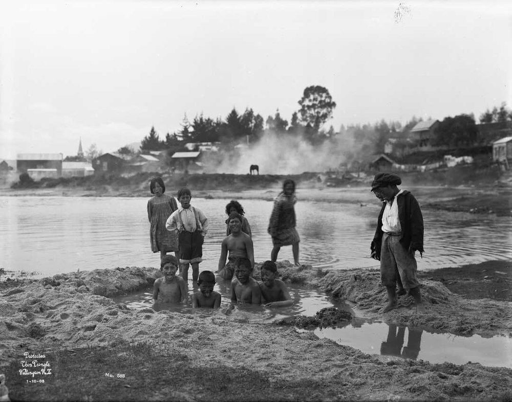 Figure 5 Ruapeka Bay, Ohinemutu 1905 (1/1-003726-G National Library)
