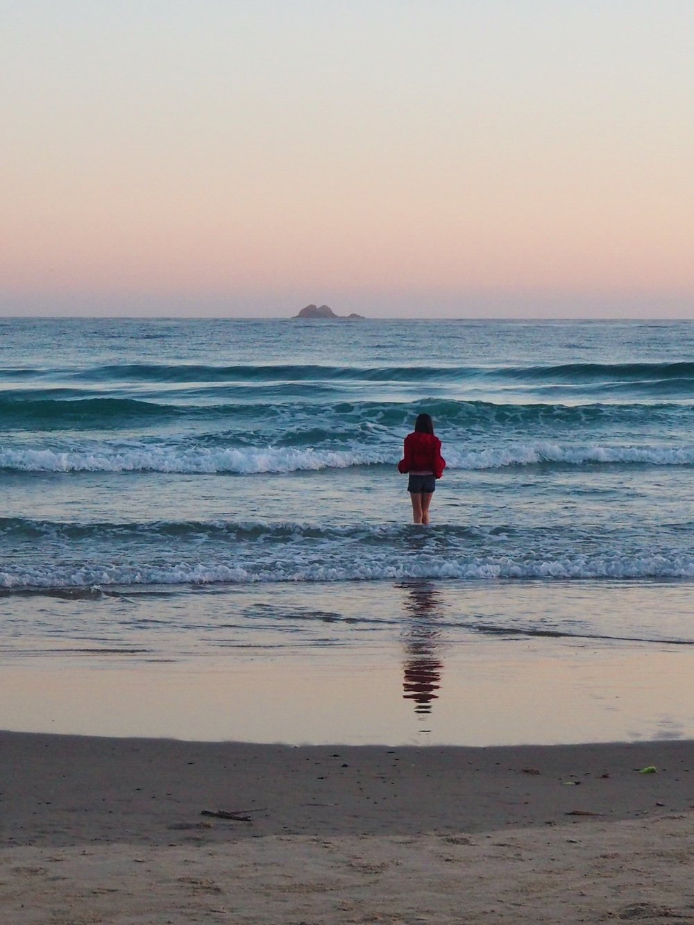 Ellie Beck Petalplum blog - ocean, girl, sunrise.JPG