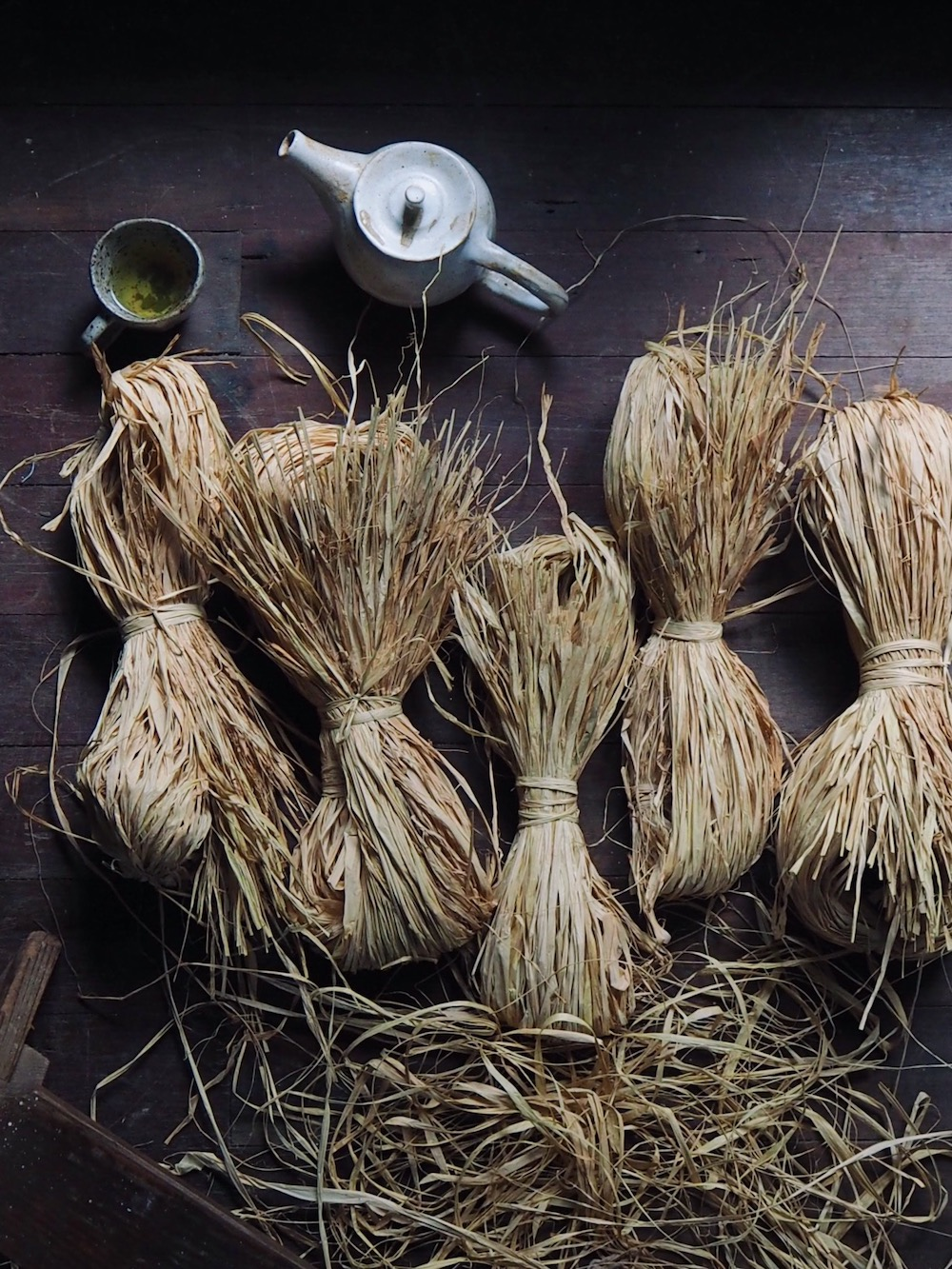 petalplum blog how to keep raffia tidy for basket weaving.jpg