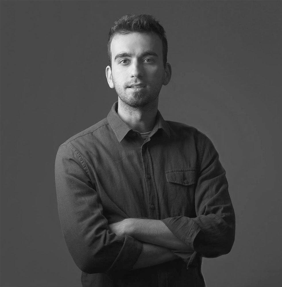 Cristian Ioan - Prieten și colaborator, Cristian împletește perfect producția de film și fotografia într-o formă unică, păstrând caracterul uman în toate operele sale. Desemnat în 2017 de World Photo Organisation ca parte dintre cei mai buni 50 de fotografi ai lumii la categoria portret, acesta ne ajută să îmbinăm mai bine poveștile meșteșugarilor cu lumea contemporană. Il puteți urmări și pe www.cristianioan.ro.