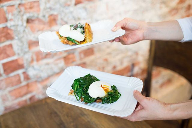 Craving right now 👌⠀⠀⠀⠀⠀⠀⠀⠀⠀ ⠀⠀⠀⠀⠀⠀⠀⠀⠀ Remember our hash brown - spinach Parmigiano poached eggs dish from last year ❤️ Cannot wait to share with you the menu we have in store for you for our upcoming #BrunchClubVienna Pop-Up 🙌⠀⠀⠀⠀⠀⠀⠀⠀⠀ ⠀⠀⠀⠀⠀⠀⠀⠀⠀ ⠀⠀⠀⠀⠀⠀⠀⠀⠀ 📸 @victoria_mit_c