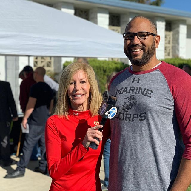 Just talking with @ABC7Lori at the #Post73 event hosted by @DAVCalifornia & @TheraGun... #WhatDoIDoWithMyHands? . . . 🎧Listen to the #YearOfTheVet 🇺🇸podcast🎙wherever you listen to #podcast! Or click the link in my bio @YearOfTheVet to listen to it on the website!🦅👌🏽 . . . #CaliforniaLife #USC #TROJAN #grateful  #StudentVeteran #USMCVeteran #veteran #veterans #SVA #vets #military #MarineCorpsVet #NavyVet #ArmyVet #AirForceVet #Thankful  #Blessed #armyveteran #navyveteran #airforceveteran #MarineCorpsVeteran  #USMC #DAV #TheraGun #ABC7 #TVStar