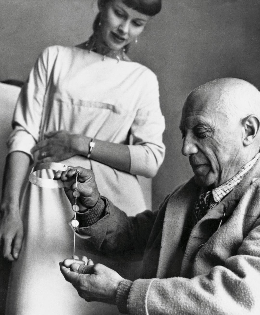 Torun & Picasso - Torun meets Pablo Picasso who is admiring her jewellery.