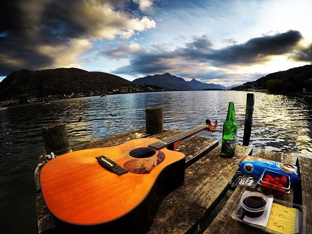 Afternoon relaxing, jamming and snacking on an old jetty in Queenstown #queenstown #nz #maton #heineken