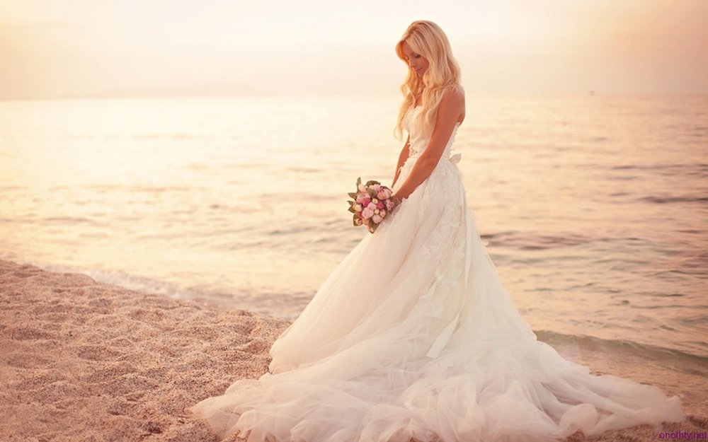 beach wedding dresses.jpg
