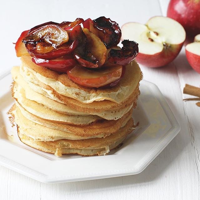 Pile of pancakes for one, with an autumnal twist! I'm all for making the most of the season, and the massive pile of apples I have from the garden 🍎