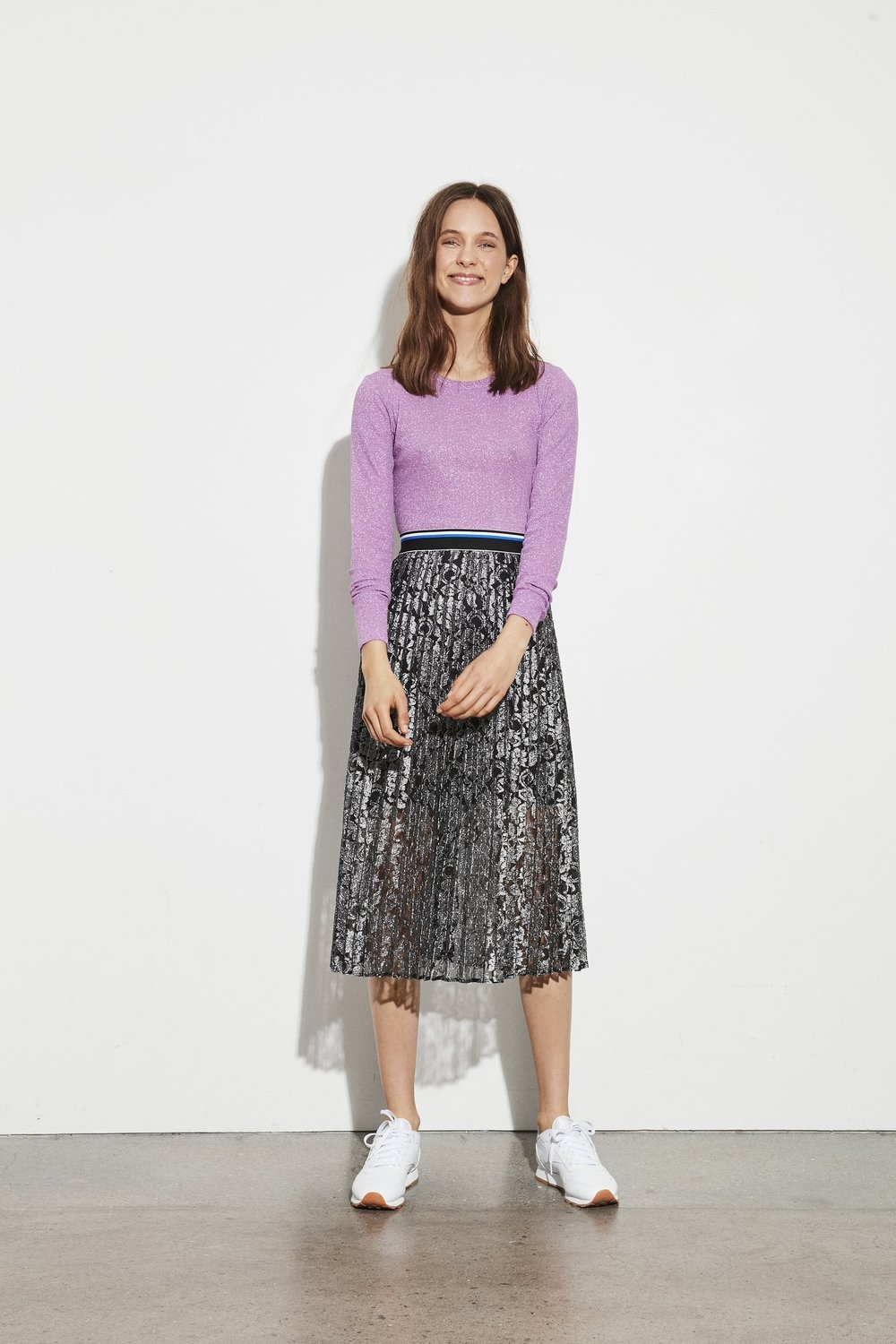 SILVER LACE PLEATED SKIRT