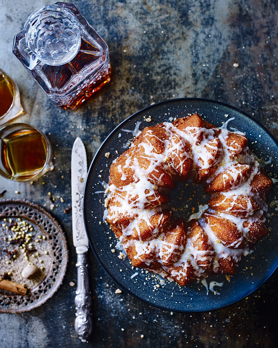 Spiced hot toddy bundt cake