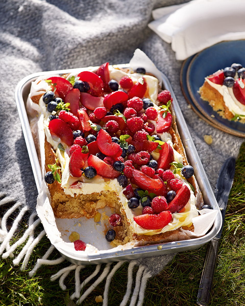Marzipan cake with mascarpone and summer fruit