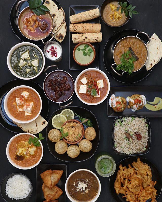 🔥 De vuelta a Montevideo y comparto gran novedad: abrió @moksha_uruguay y al fin los uruguayos podemos ir a comer comida india a un lugar! Es un éxito ya confirmado, vayan o pidan 😇  ____ 📸 @mauropiz  #colchonconhambre #foodiesuruguay #indianfood #currylover