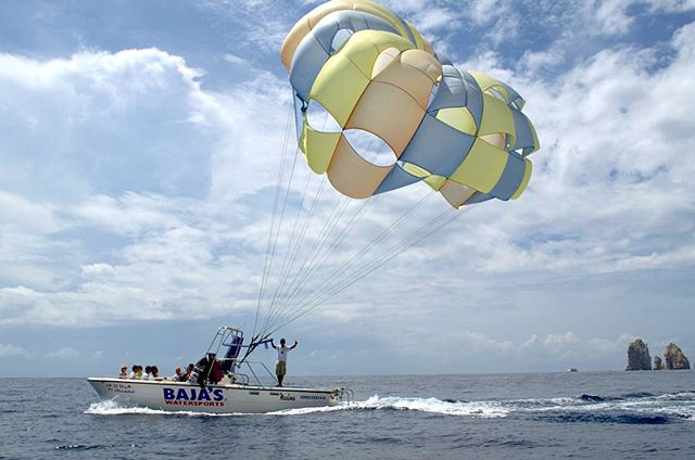 Do you want to fly across the Cabo San Lucas Bay? Don't miss the opportunity! #whattodo #Cabo #parasailingcabo #vacations