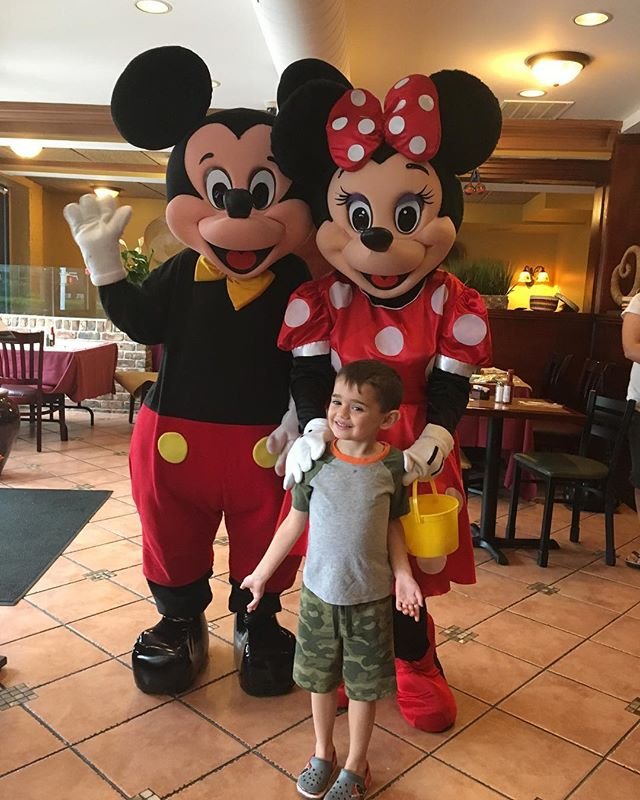 One of our VIP guests hanging out with Mickey and Minnie last Monday on kids night 😊